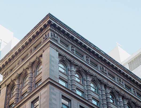 Un immeuble avec une infrastructure originale